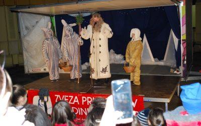 Dedek Mraz pred našo šolo